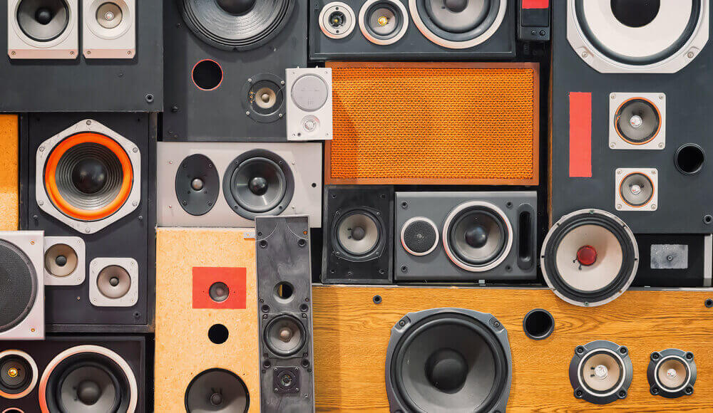 Different types and models of speakers.